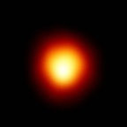 Звезда Бетельгейзе снятая при помощи телескопа Хаббл