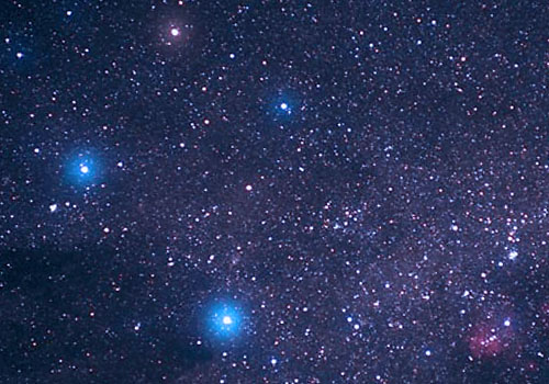 Звезды Акрукс и Гакрукс, указывающие на южный полюс.